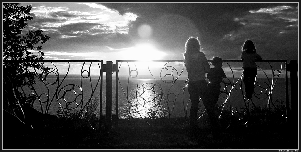 Farewell to the Sun BW by spirik