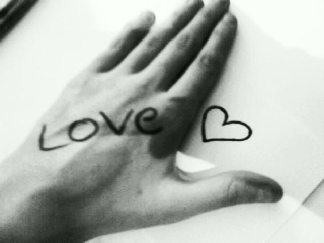 http://fc01.deviantart.net/fs50/f/2009/267/c/b/Cover_Of_Love_by_Flexsy.jpg