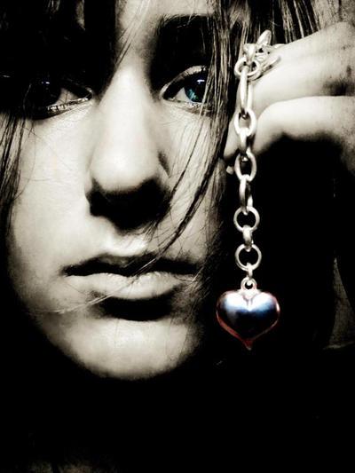 Chained  but still beating by XxshadowxphobiaxX - ..:: Avatar Ar�ivi 2 ::..