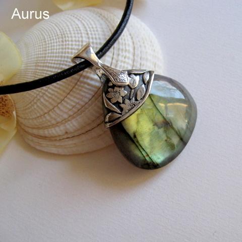 Pendant with labradorite I by GaleriaAURUS