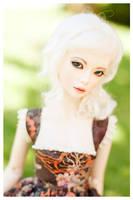 Pretty and pale by hiritai
