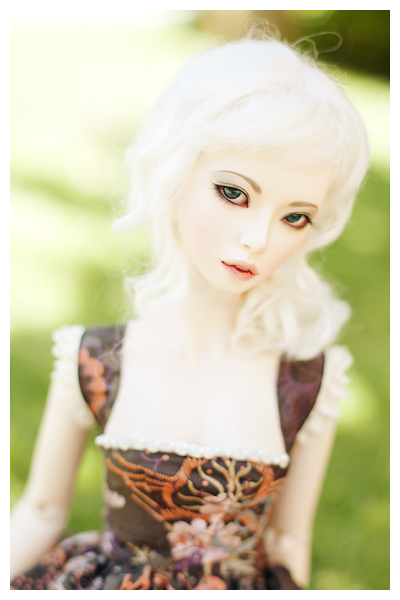 Pretty and pale by hiritai