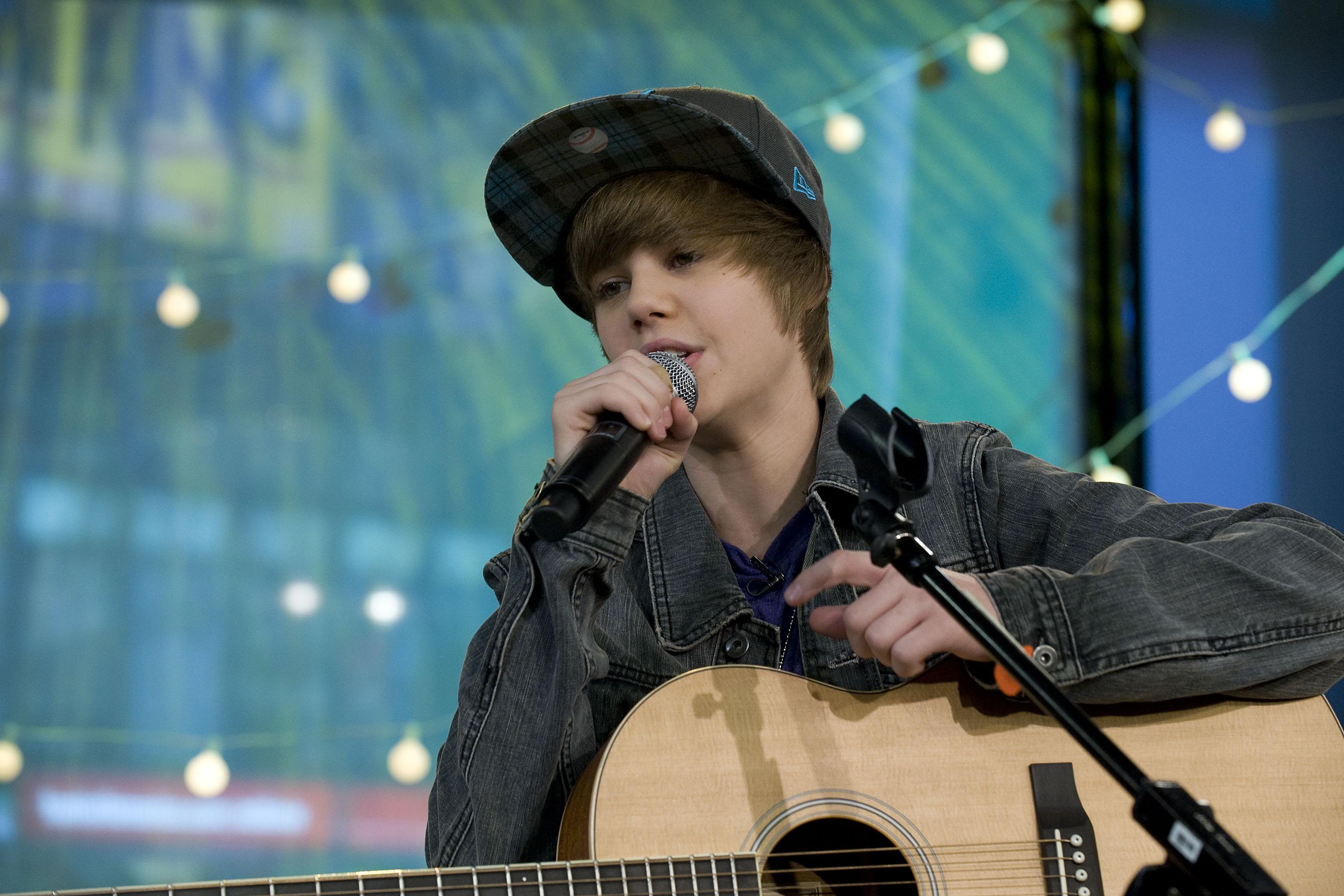 Justin Bieber Singing by xxaliyaxx