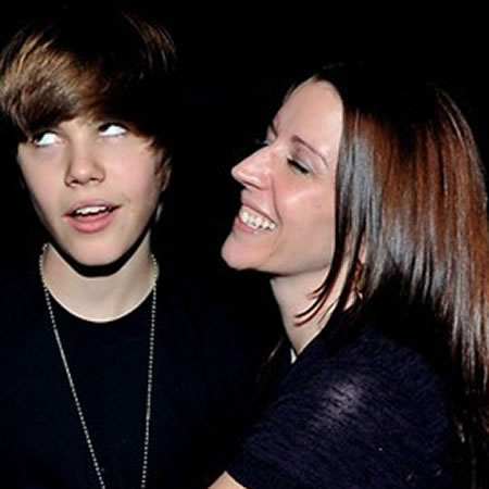 Justin Bieber Lives on Embarrassed Justin Bieber Mum By  Xxaliyaxx On Deviantart