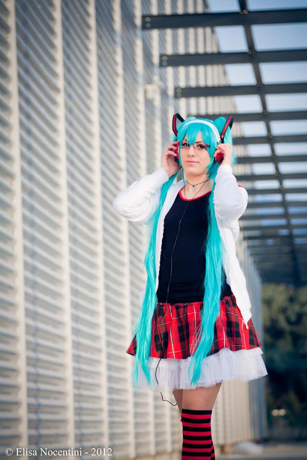 Miku Hatsune - Vocaloid (Project Diva) by oShadowButterflyo