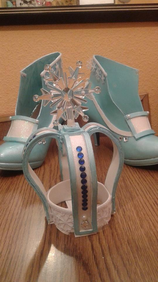 Finished crown and shoes for Lolita Elsa by nekoshoujo15