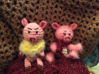 Piggies by Mamazoya
