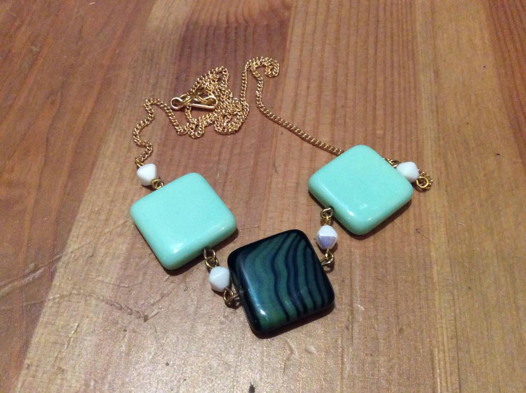Green beads by Mamazoya