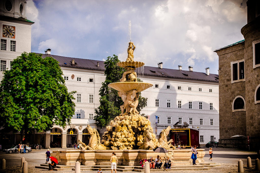 Fountain / Salzburg City by R4xx4r