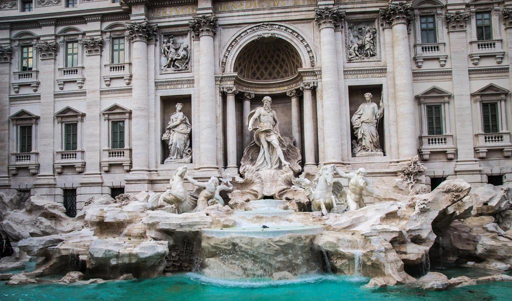 Trevi Fountain by R4xx4r