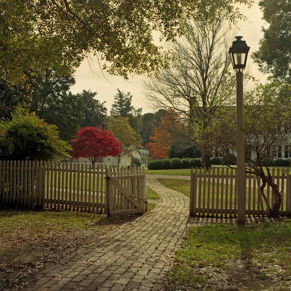 Path to Bassett Hall - Colonial Williamsburg by rdungan1918
