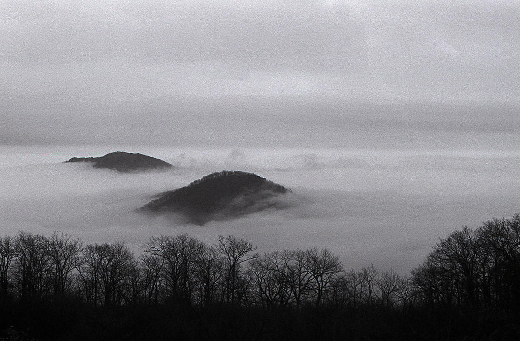 Islands in the Sky - Skyline Drive by rdungan1918