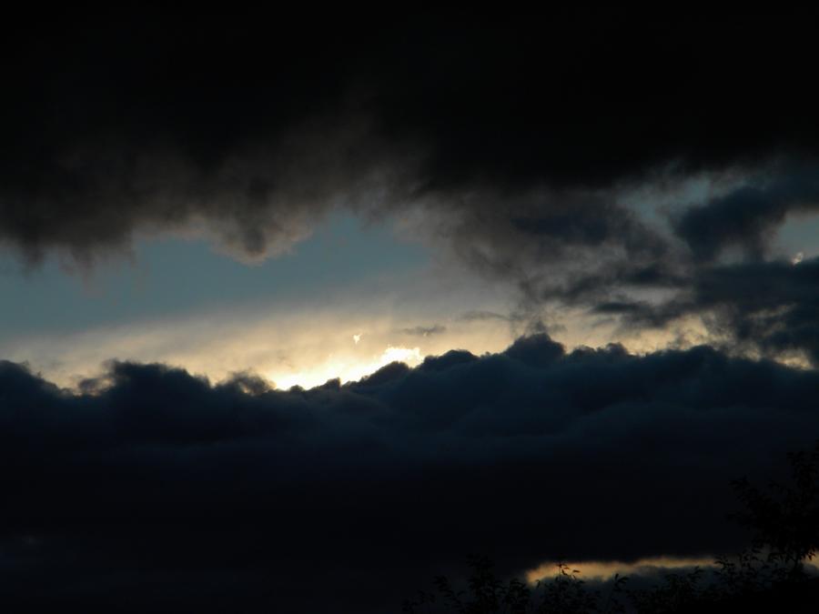 Muffled Light by ebkido