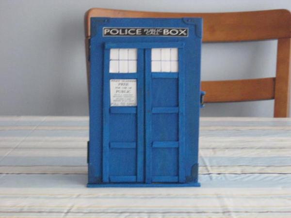 Tiny TARDIS by Linzero