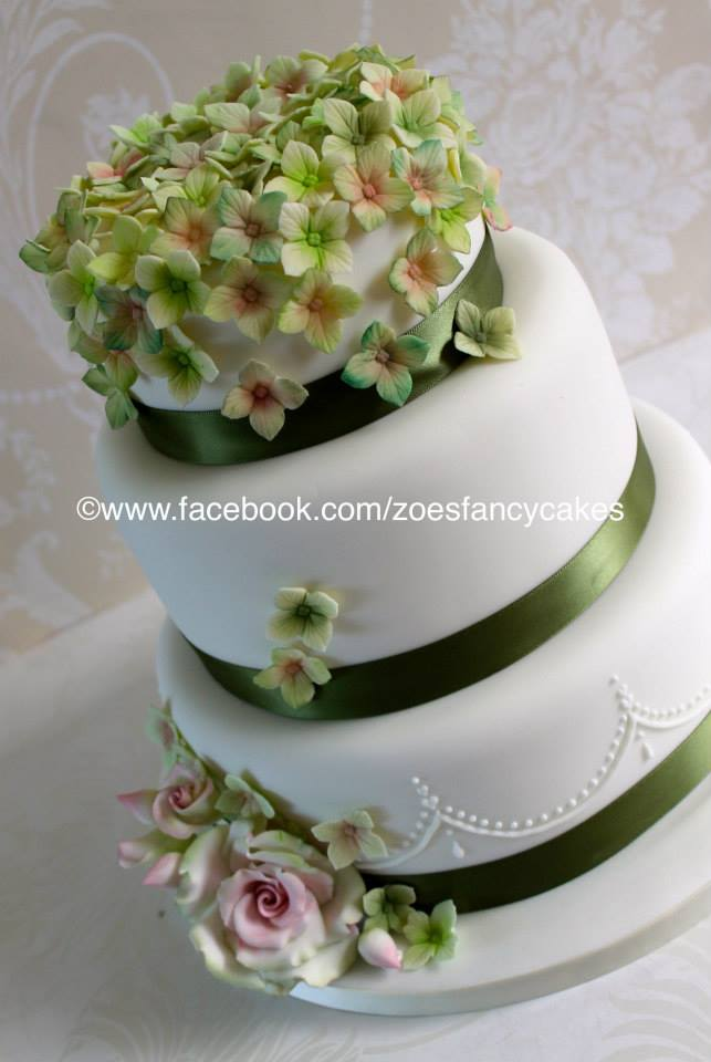 fancy white and green cake by zoesfancycakes