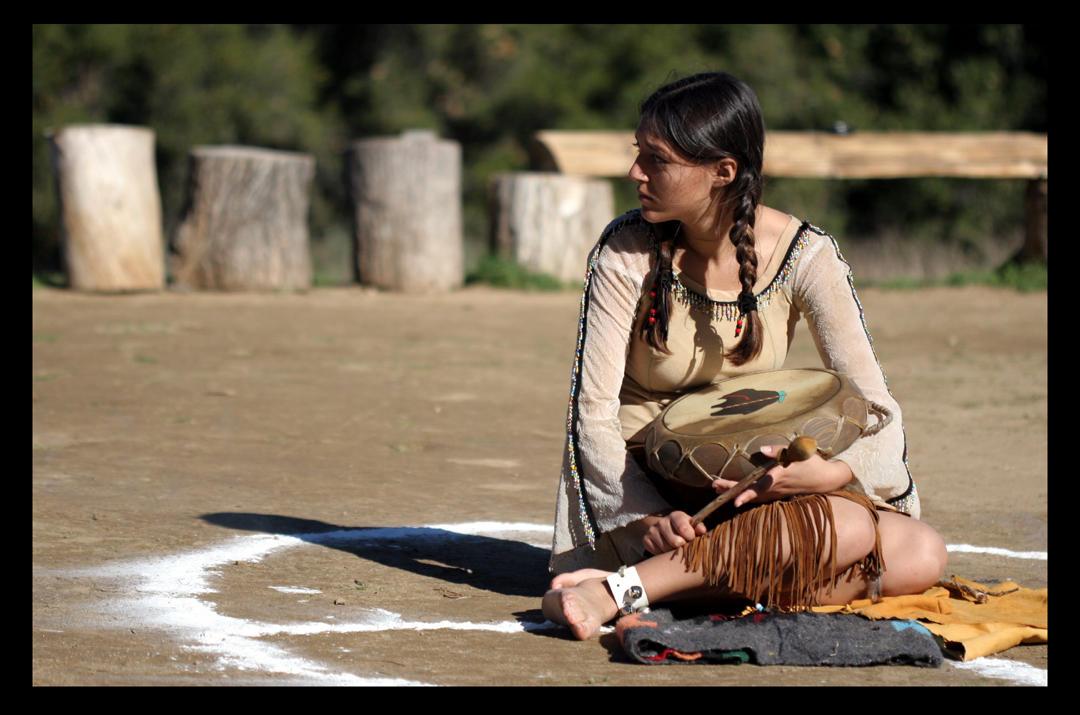 http://fc04.deviantart.net/fs5/i/2005/012/1/6/Native_American_Girl_by_elevenevaporated.jpg