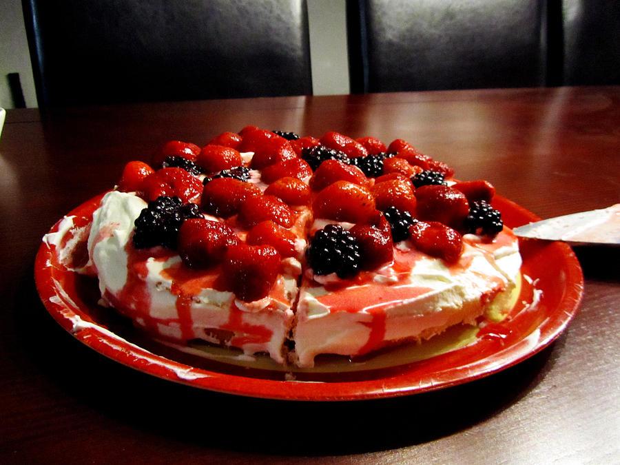 strawberry cake by kitsune89