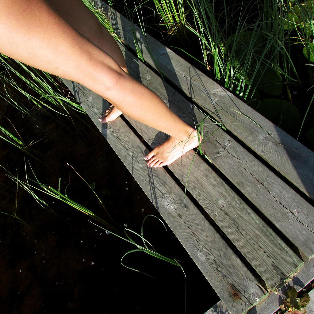 Summer legs by kitsune89