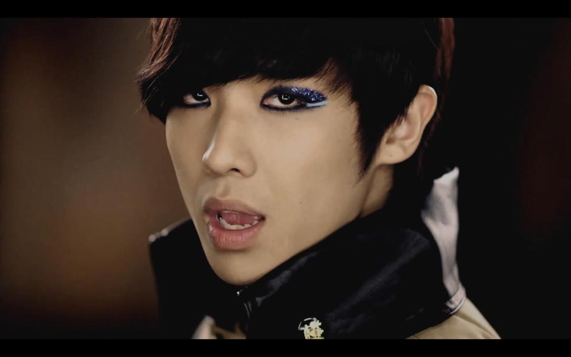 صور المغني لي جون من فرقة ام بلاك  - صفحة 5 Lee_joon_by_kuro_kokoro-d36oz3g