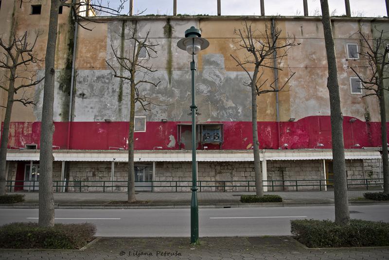 Empty street by lpetrusa