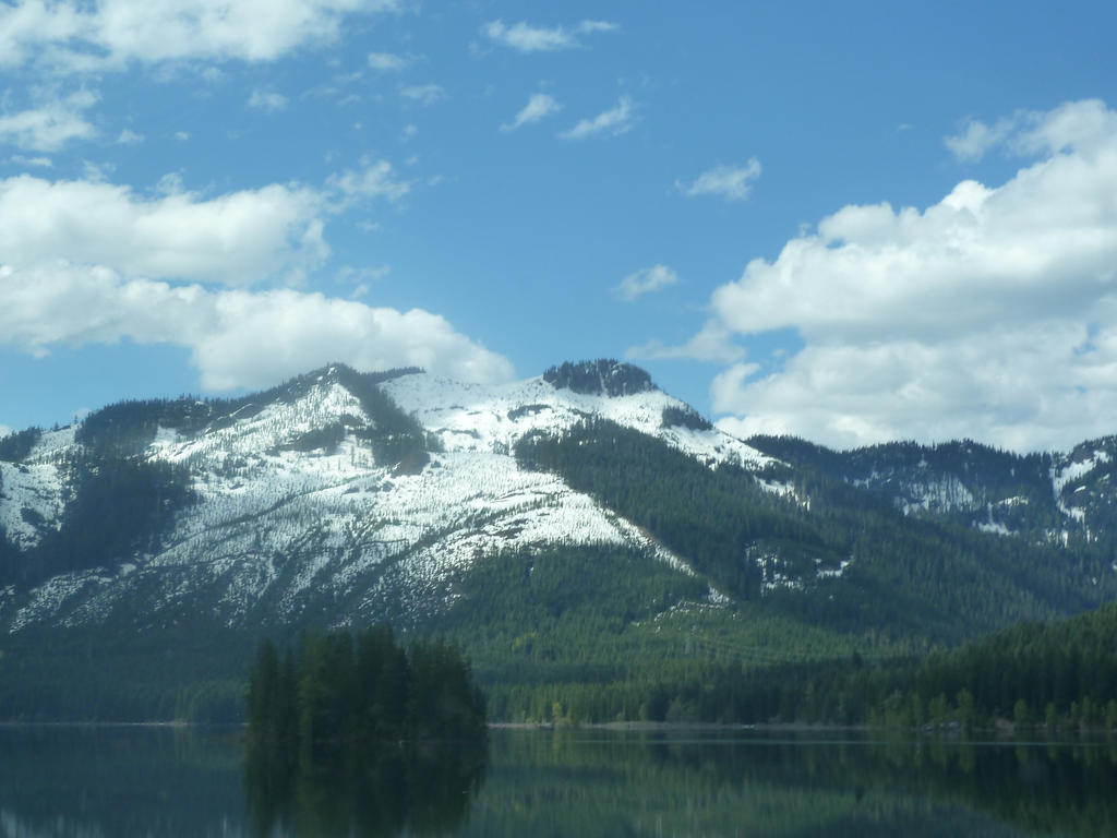 A Lake View of a Mountain In The Cascades