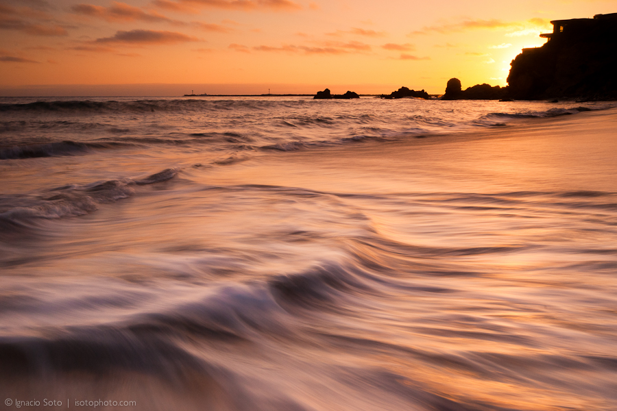 Opposing Flow by isotophoto