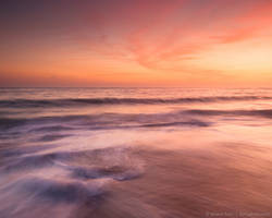 Simply relaxing and watching the waves by isotophoto