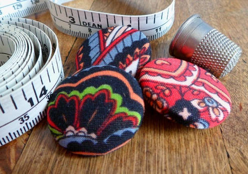 Recycled fabric buttons set