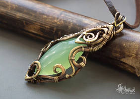 Green pendant by Artarina