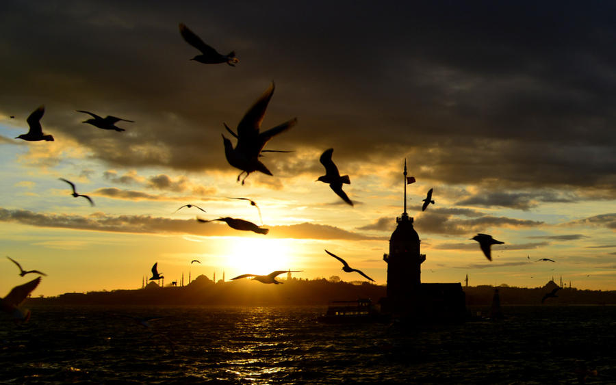 Over Istanbul by vabserk