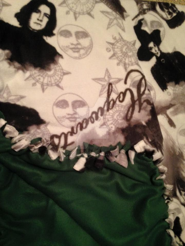 Hogwarts No Sew Fleece Blanket Slytherin by FoxofShadows