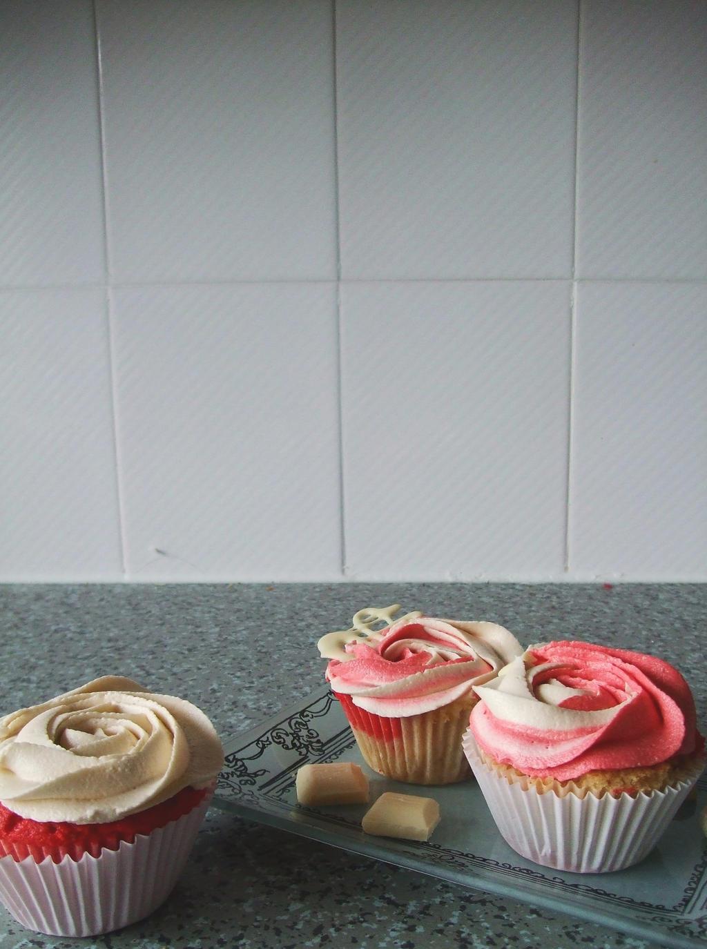 raspberry and white wallpaper - photo #43