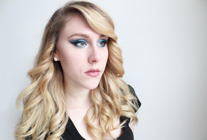 Blue Glitter Eyes by chelsea-martin