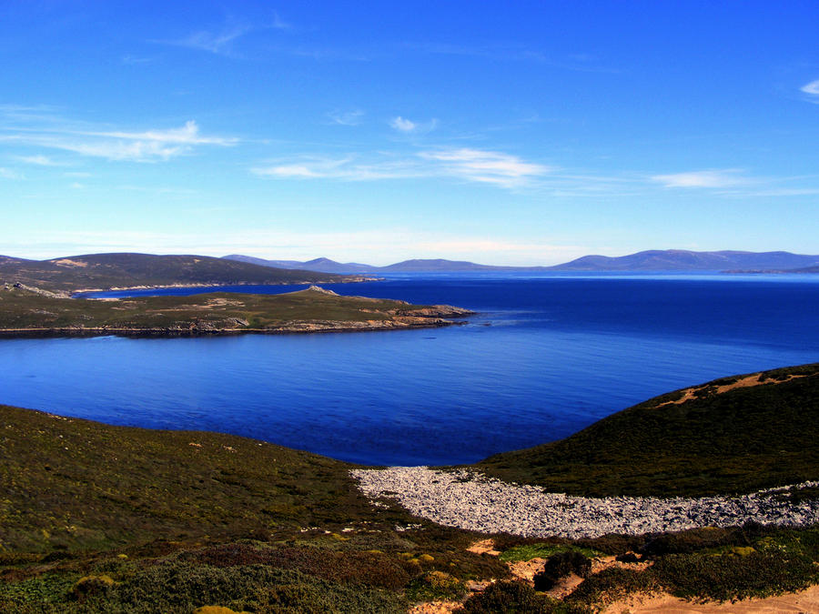 http://fc07.deviantart.net/fs70/i/2010/269/7/5/saunder__s_island_by_daneverest-d2zi84d.jpg