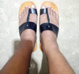Filipinos guys painted toe nails