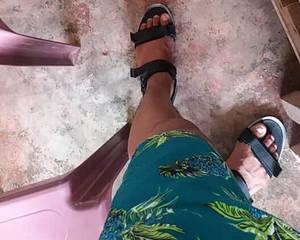 Lees sandals