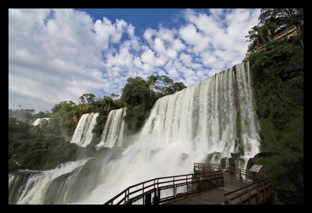 Iguazu Falls by oceanbased