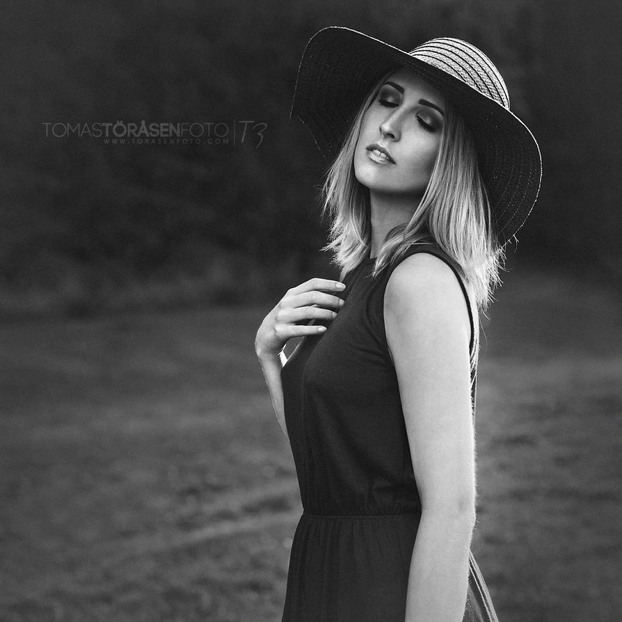 Let Her Feel by torasenfoto