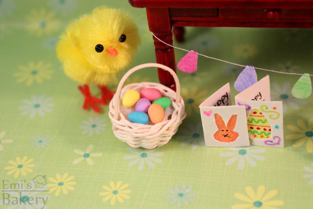 Miniature Easter egg basket by EmisBakery