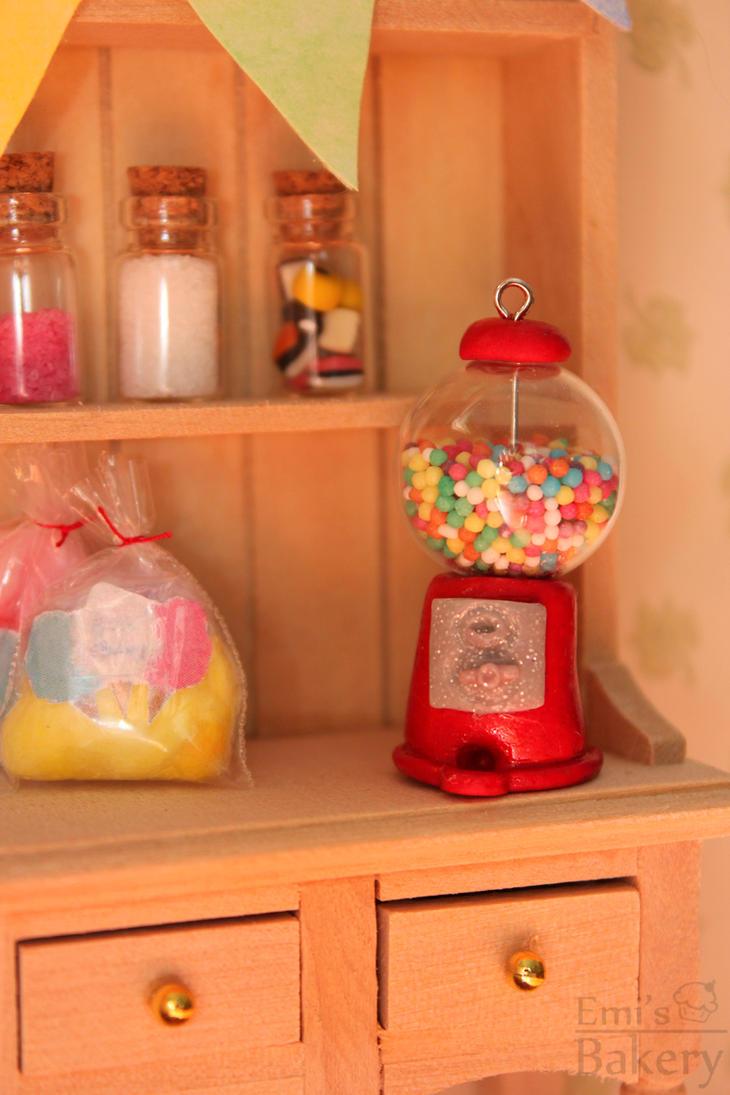 Miniature gumball machine by EmisBakery