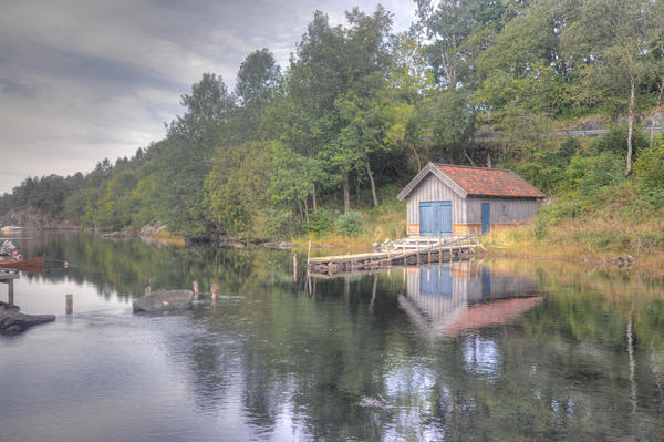 A lone boat house by Pandinus