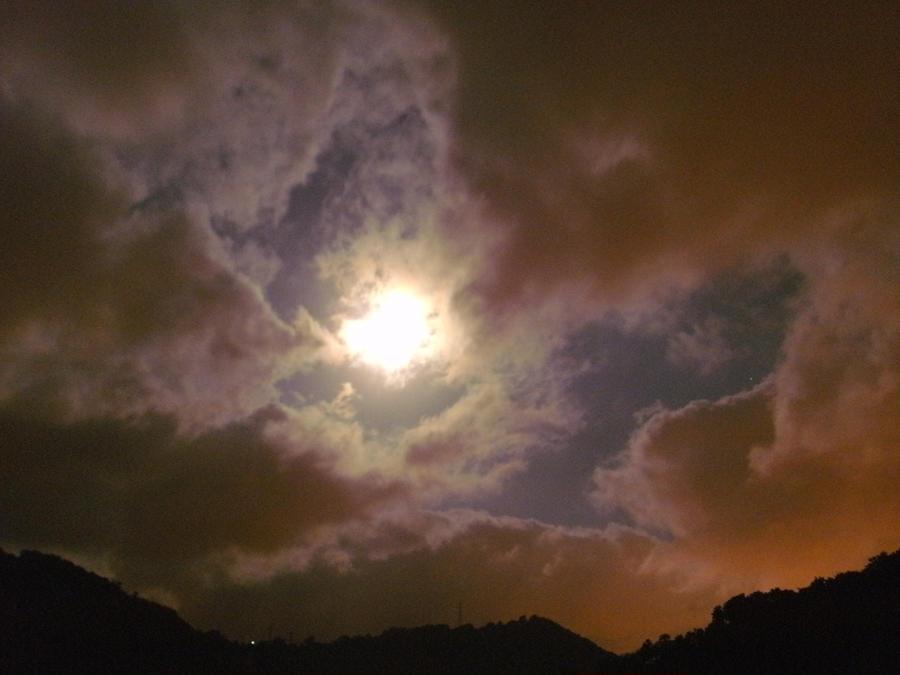 Red sky at midnight pt. 3: breaking light. by Kazuma27
