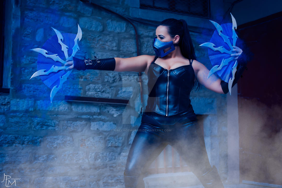 https://pre00.deviantart.net/9ab8/th/pre/i/2016/239/4/a/mortal_kombat_kitana_cosplay_by_wallacemorris-dafflkh.jpg