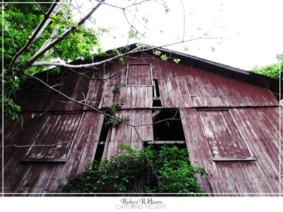 Abandoned Barn by capturingthelight