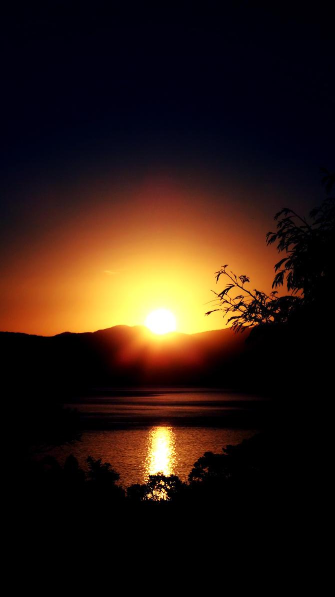 Jurere at sunset by marcoskatsuragi
