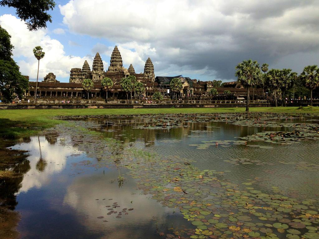 Angkor Wat by Mikobi