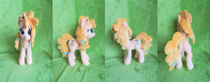 14 Inch Pear Butter Plush (For Sale)