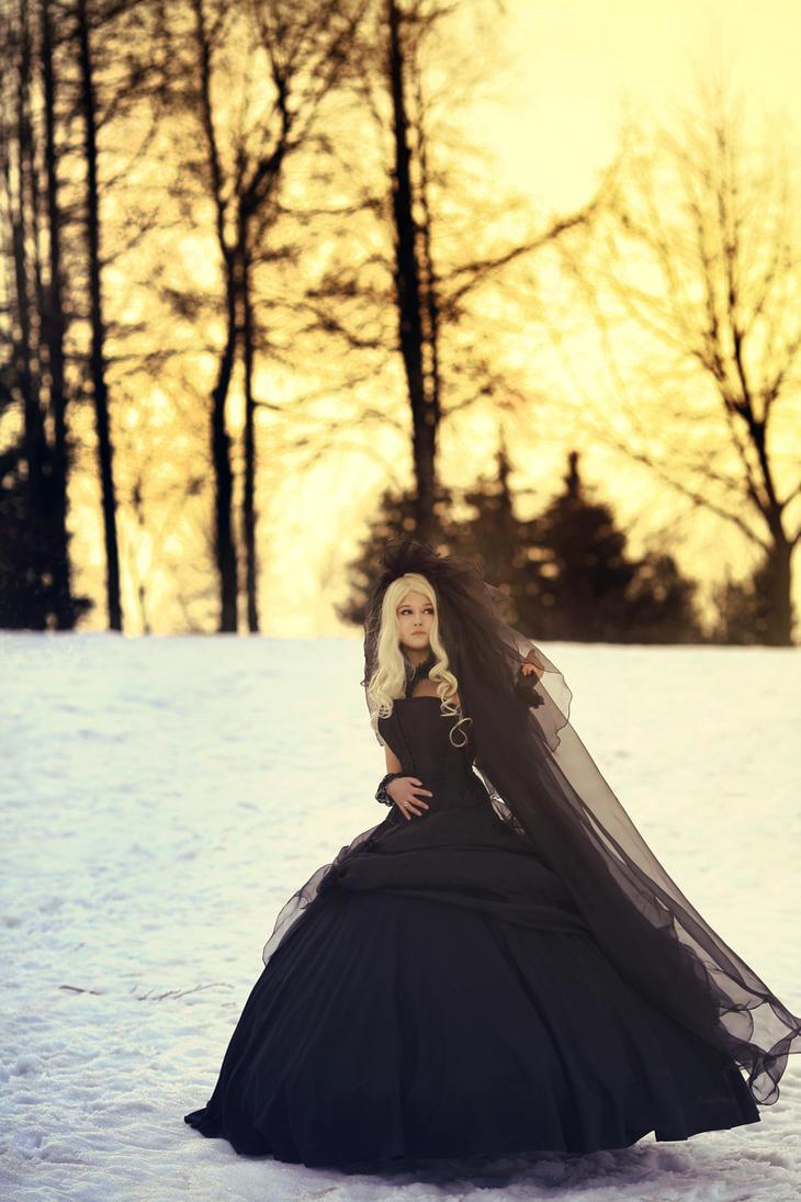 Black and gold(Alice Labirose) by GuderianRei