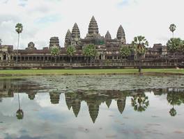 Reflet d'angkor au Cambodge.