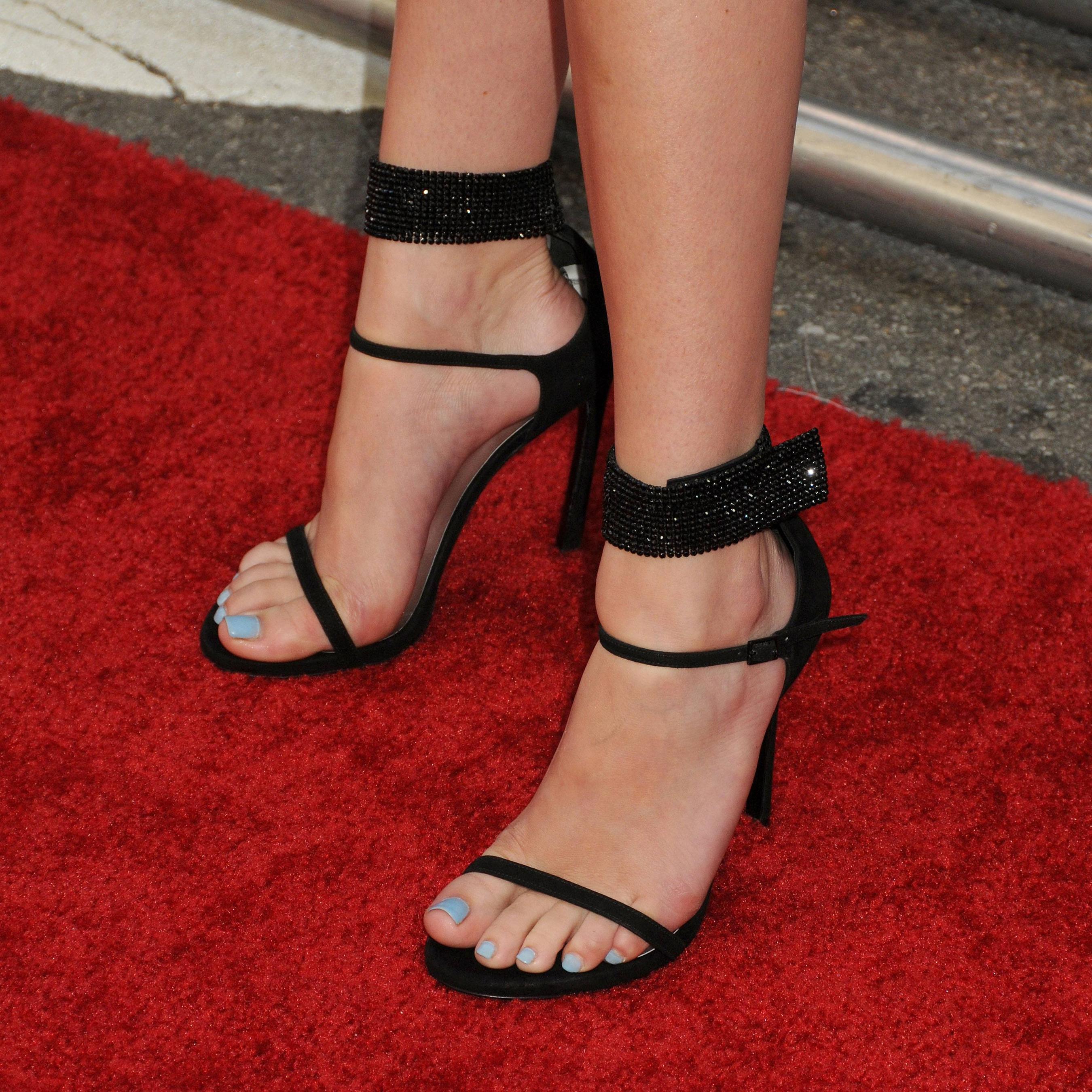 Bella Thorne feet 15. by Goddessgg on DeviantArt